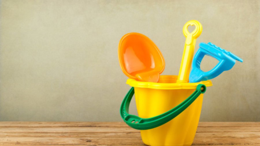 ARTICLE: How to make regular deposits to your kids emotional buckets // MarciePaige.com